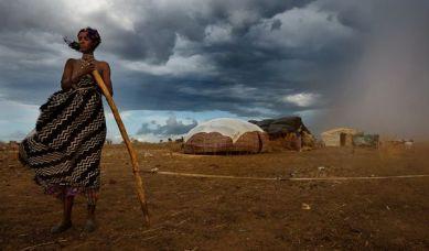 sudanese-nomadic-woman-sandstorm_46254_600x450